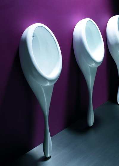 Spoon urinal in cast solid resin