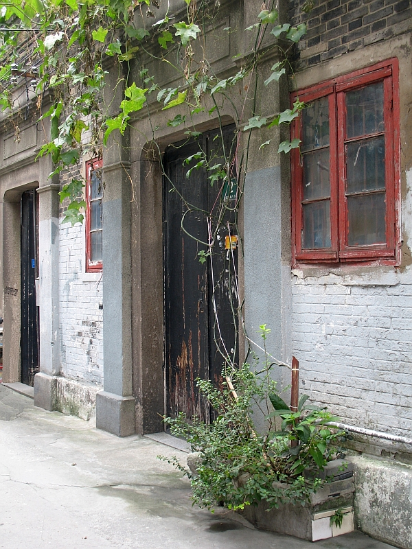 A hutong home growing gourds over its front door.