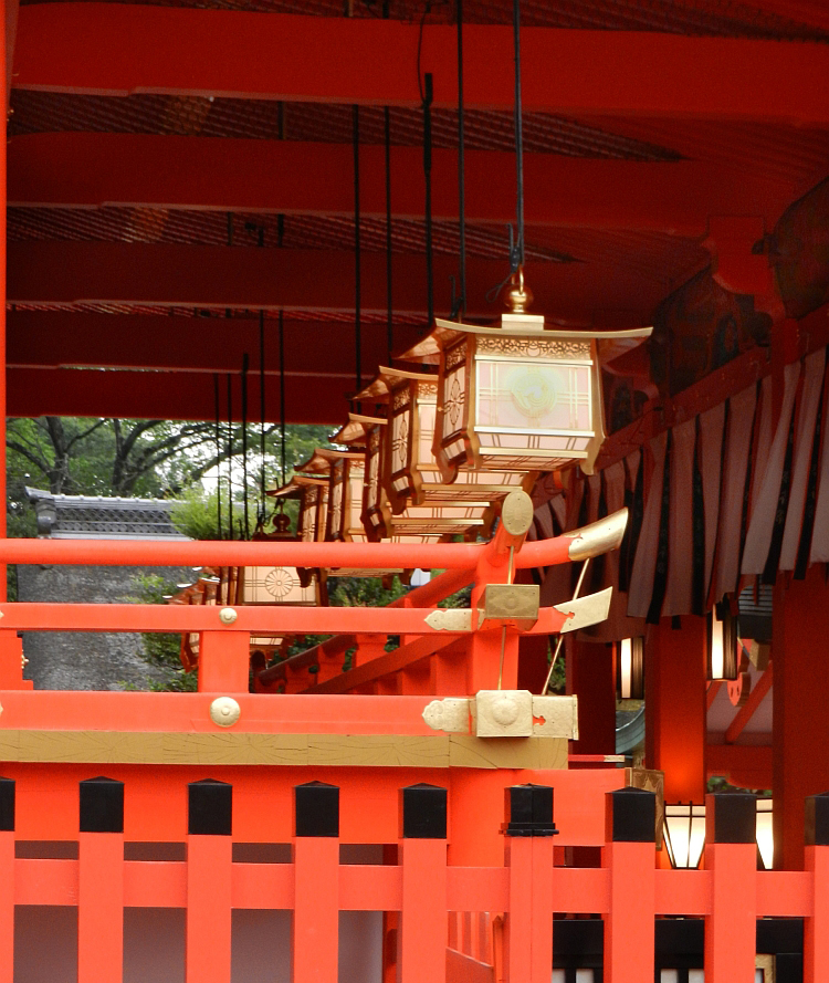 Lanterns outside the main hall of Fushimi-Inari shrine