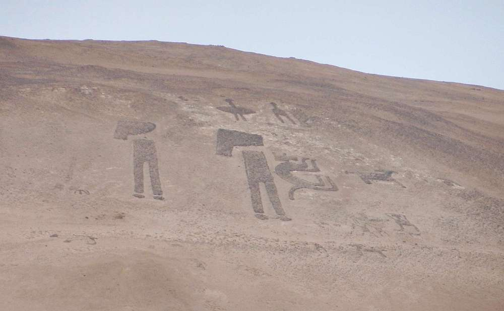 Geoglyphs in anthropomorphic and zoomorphic forms in the the Lluta Valley