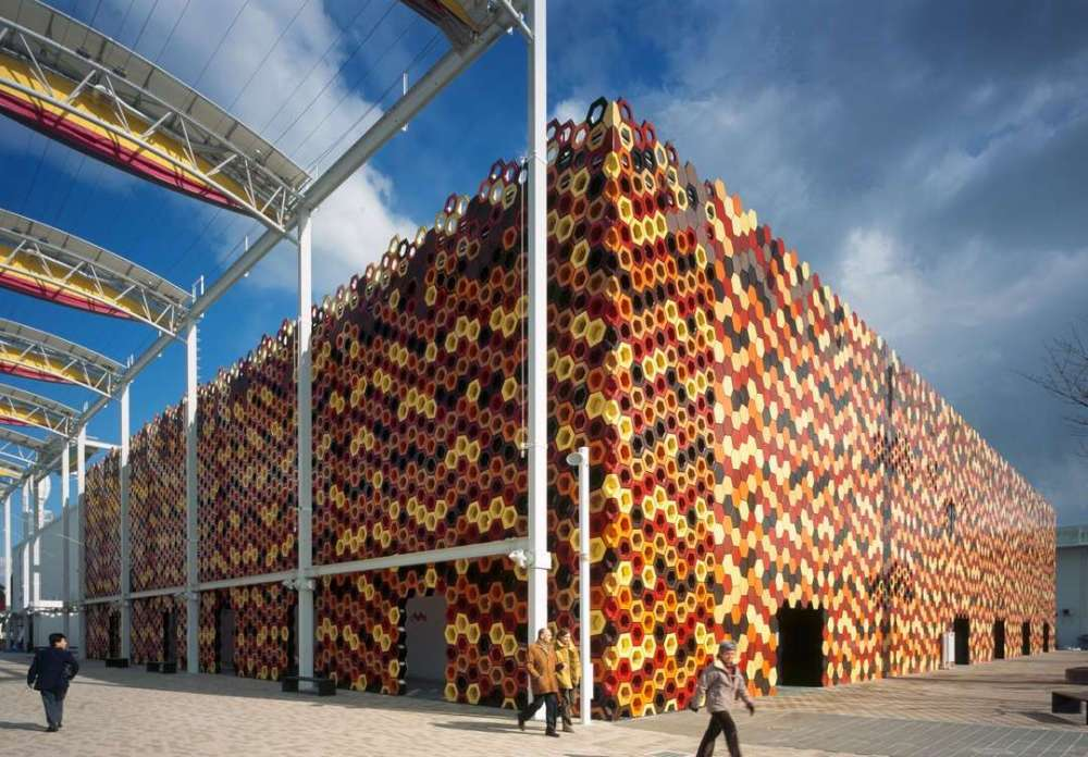 Building exterior made of 3D-printed tiles