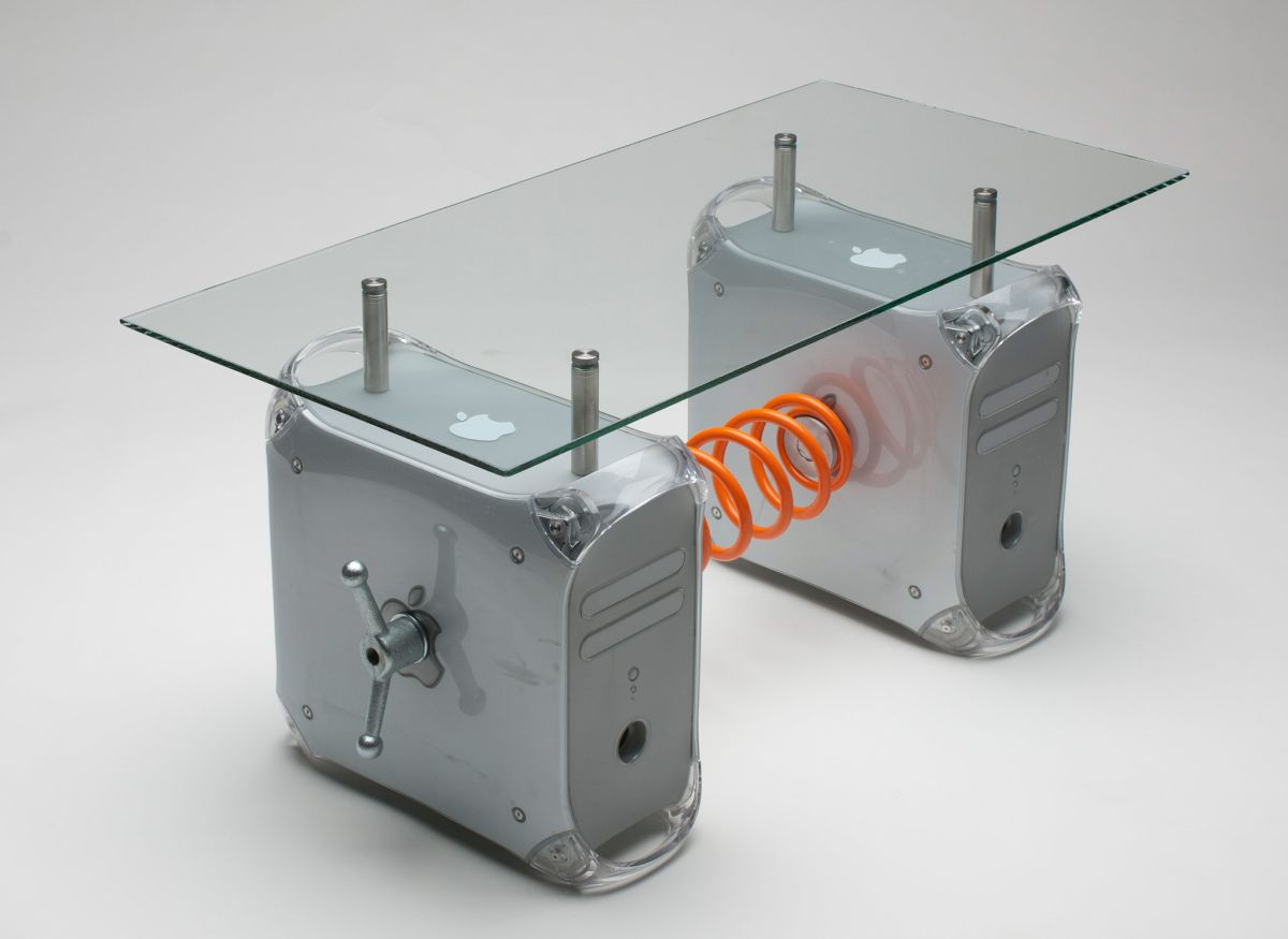 Power Mac G 4 recycled into a coffee table
