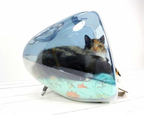Upcycled Apple iMac-G3 pet bed