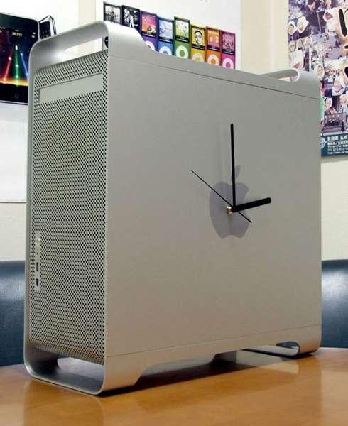 A Power Mac G5 repurposed into a clock