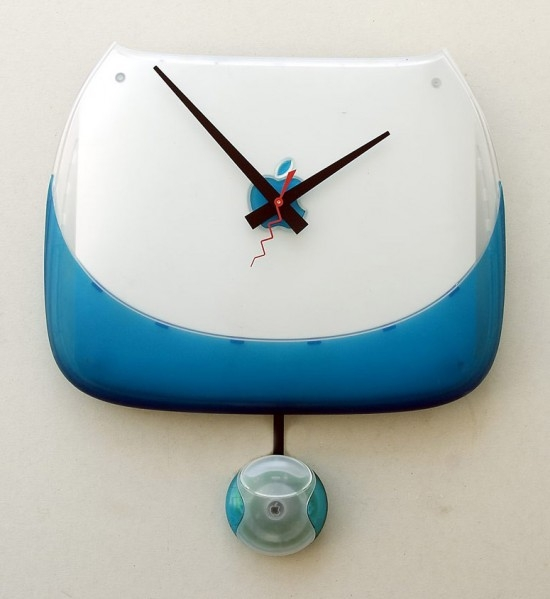 A clock repurposed from an iBook G3 clamshell