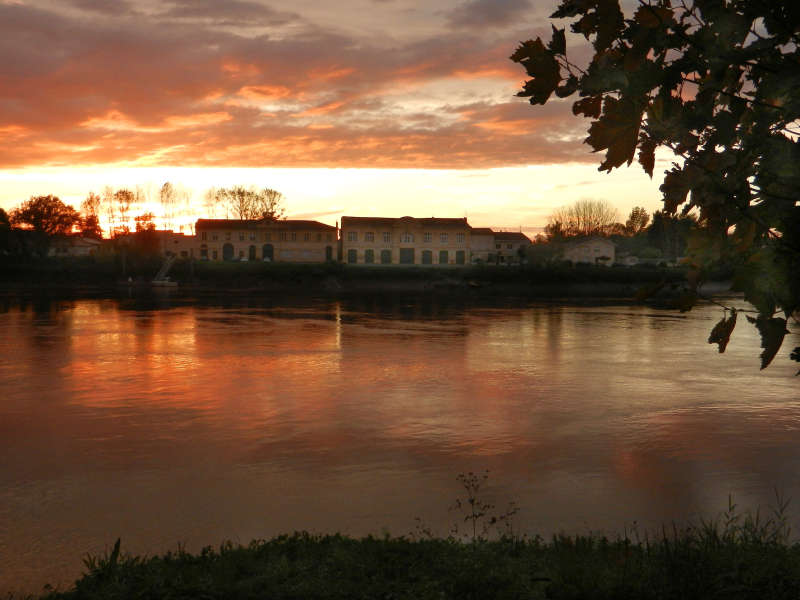 Sunset on the banks of Libourne.