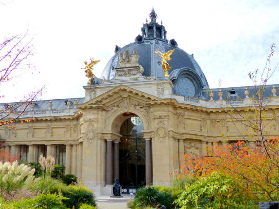 Semicircular, peristyled courtyard of the Petit Palais