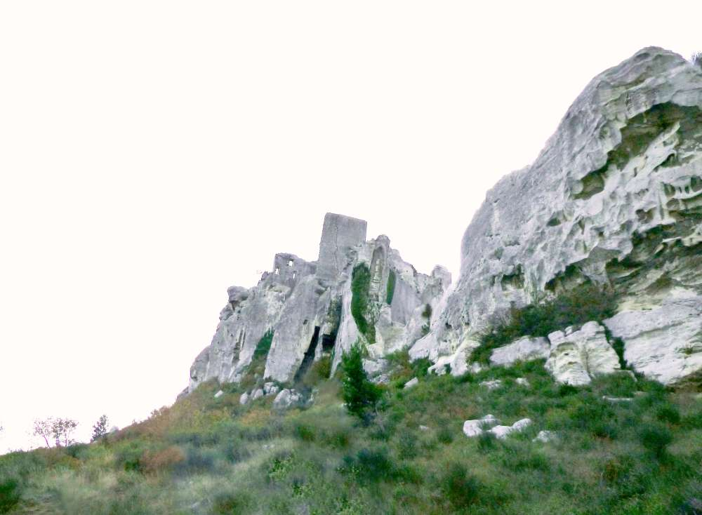 Dwellings and fortifications in the wind carved limestone outcrop