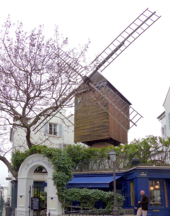 Restaurant topped by a historic windmill from 1717