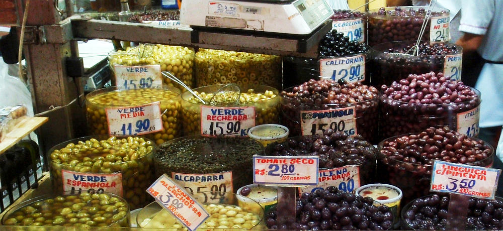 Olive stall inside the Mercado Municipal