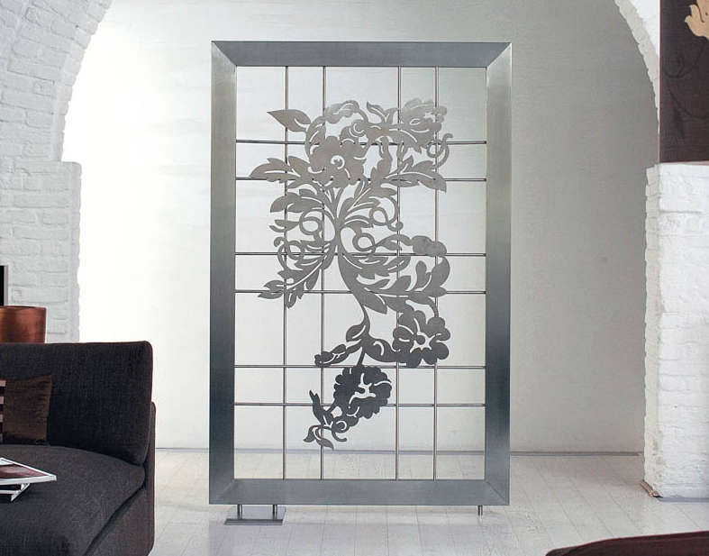 Radiator screen in stainless steel flowers