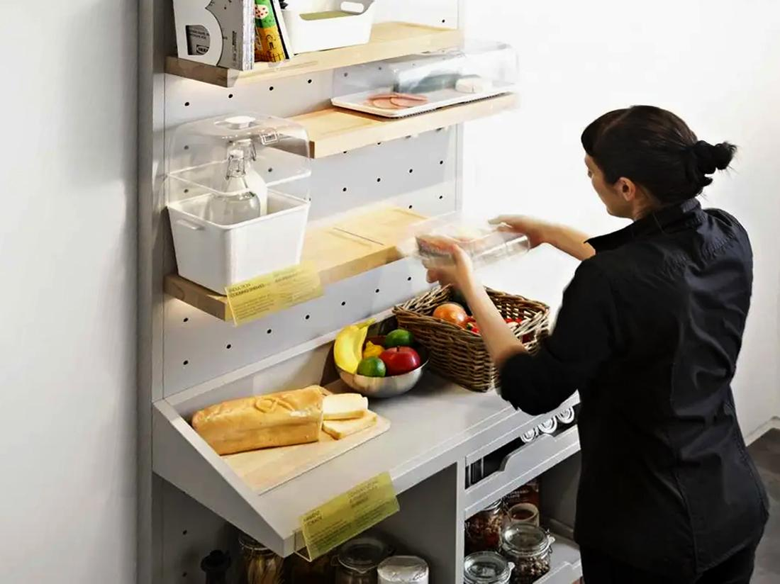 Smart pantry supporting individual temperature-controlled food containers.