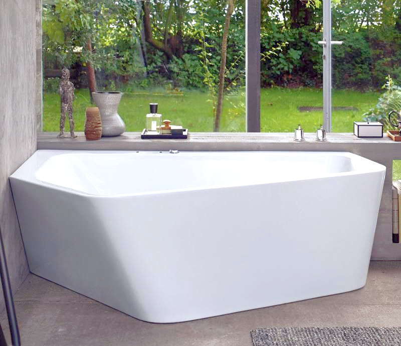 Trapezoid shaped bathtub