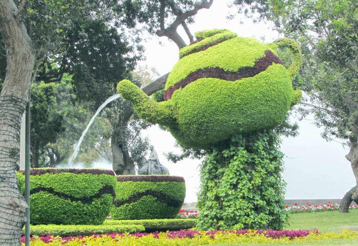 Topiary teapot & teacups