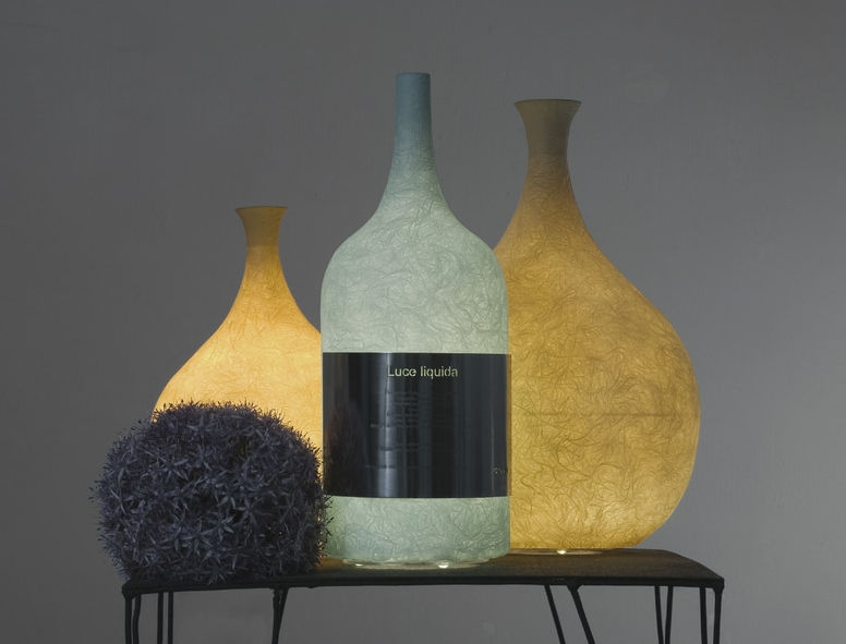 Table lamps that glow softly like moonlight